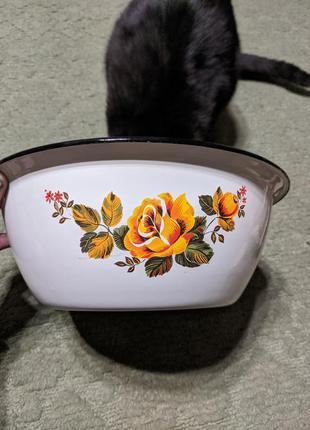 Емальована миска з квітами
