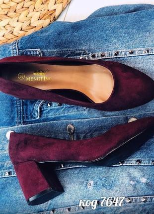 Бордовые замшевые туфли на низком каблуке,замшевые туфли цвета марсала