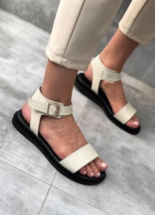 Босоніжки сандалі тренд весна літо 2020