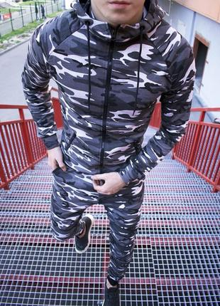 Топовый камуфляжный спортивный костюм