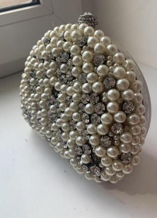 Клатч жемчуг и камни белый