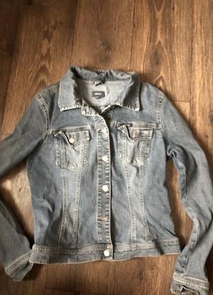 Джинсовая стильна  куртка / пиджак