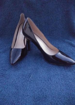 Туфлі класичні