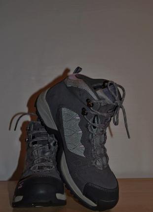 Фирменные ботинки