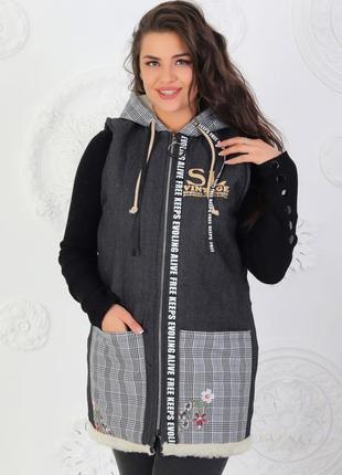 Женская теплая джинсовая жилетка на меху с накладными карманами, размеры 48-56 (555)