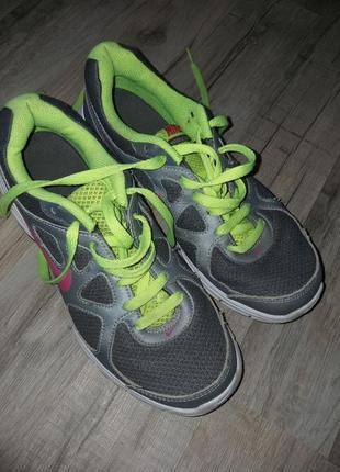 Стильні кросівки