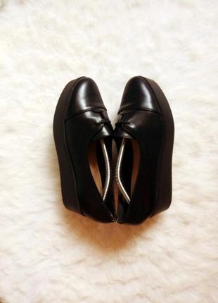 Черные кожаные туфли мокасины на высокой платформе танкетке со шнуровкой балетки