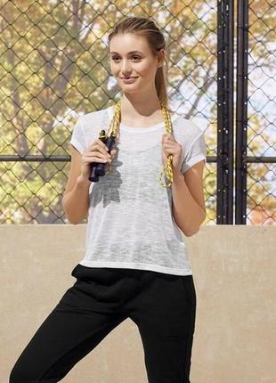 Женская нежнейшая спортивная оригинальная футболка под топ размер м 40-42 евро наш 46-48
