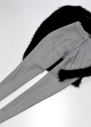 Шкарные стильные брюки черно белые