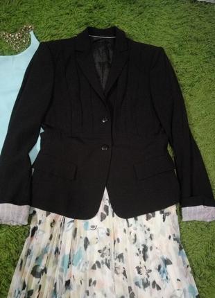 Пиджак  шерстяной приталенный средней длины