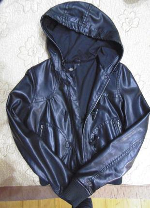 Шкіряна куртка для дівчат