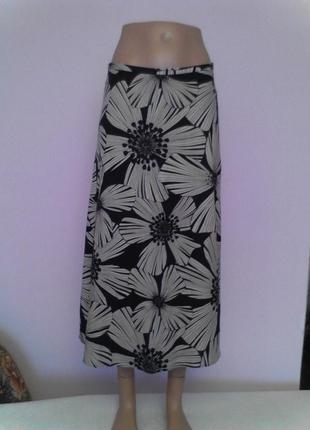 Черная юбка с большими цветами 45% лен,55% вискоза
