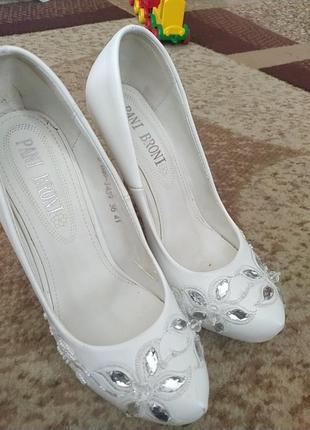 Туфельки белые