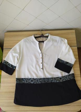 Блуза бело черная с воротником стойка на пуговицах