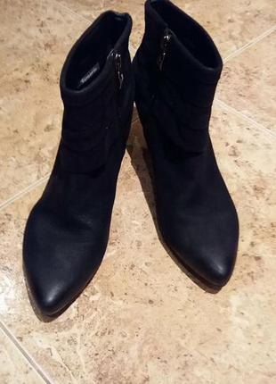 Быстрая продажа !!ботинки, полусапожки,замша. нубук, каблук  тamaris 41 (27см)