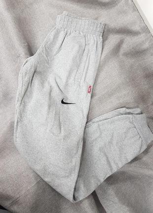 Спортивные штаны зауженные на манжете унисекс брюки