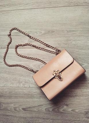 Розовая маленькая сумочка