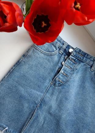 Джинсовая юбка с рваными краями3 фото