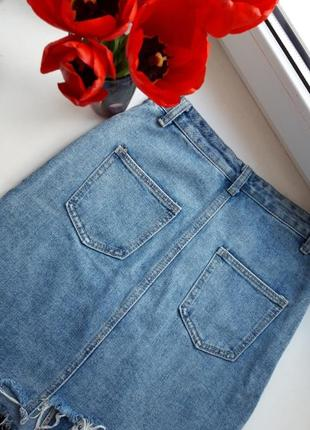 Джинсовая юбка с рваными краями4 фото