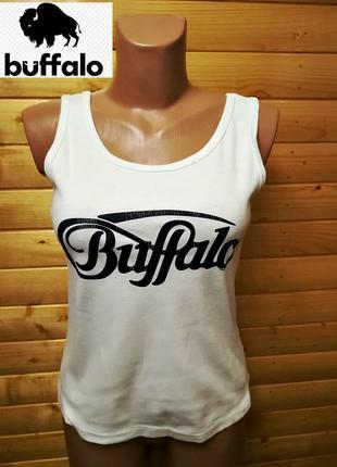 Классическая, креативная маечка с принтом-надписью  названия английского  бренда buffalo