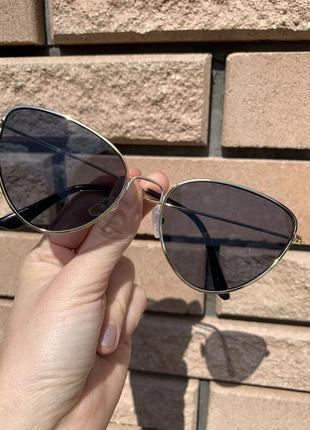 Солнцезащитные очки в наличии