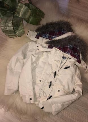Дуже гарні білі курточки для дівчаток