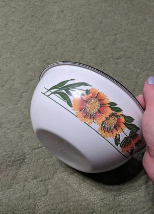 Емальована миска з квітами, середня2 фото