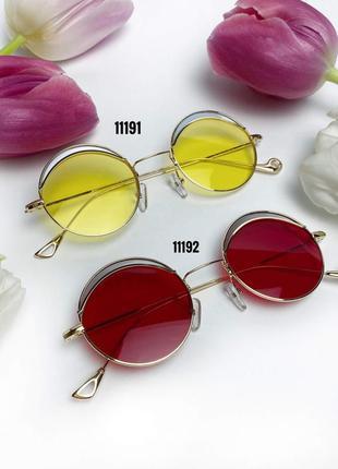 Трендовые солнцезащитные очки с желтыми линзами