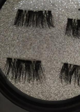 Ресницы на уголки глаз
