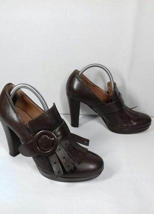 Фірмові шкіряні туфлі