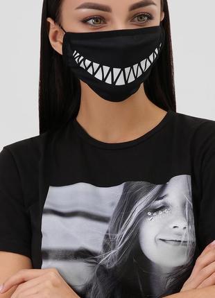 Стильная маска для лица с принтом