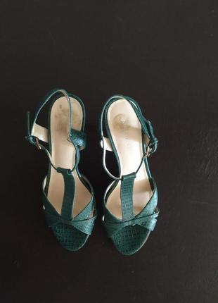 Босоножки зеленые кожаные, 37