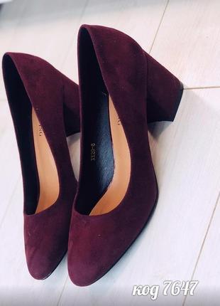 Лёгкие бордовые туфли на низком каблуке