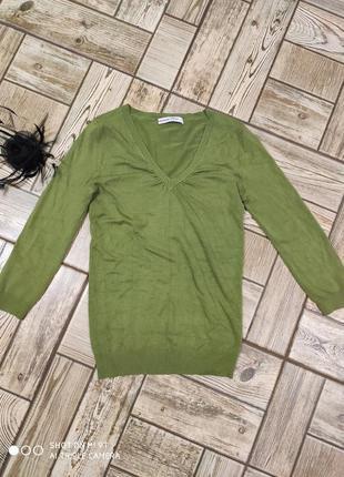 Пуловер оливкового цвета