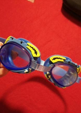 Фірмові окуляри для плавання