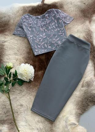 Нарядный костюм: топ и юбка карандаш