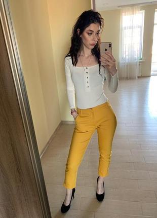 Яскраві штани bershka.