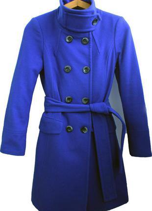 Красивое утепленное пальто цвета индиго