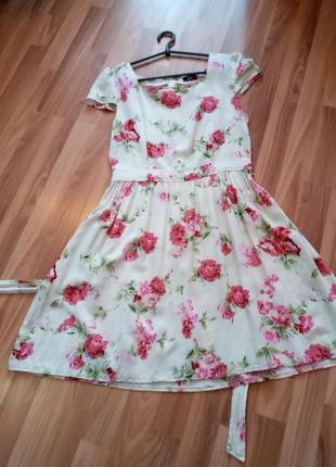 Летнее платье/сарафан в цветочный принт.
