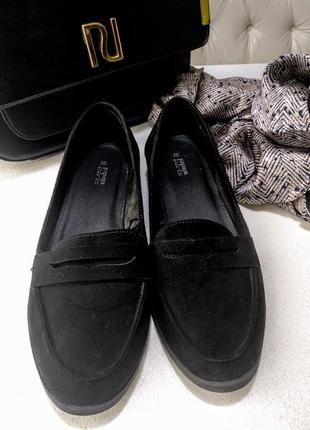 Черные туфли лоферы