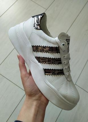 Кроссовки женские кожаные белые с серебристыми вставками