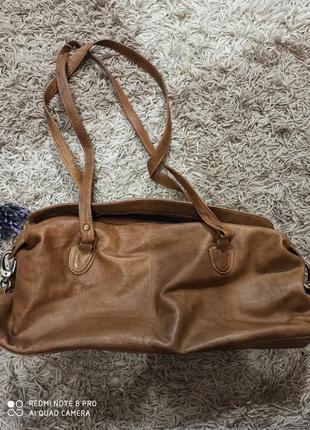 Светло- коричневая, винтажная, кожаная сумка- багет/100%- кожа/с длинными ручками