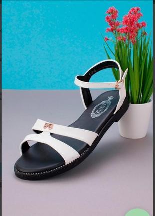 Белые босоножки сандалии на плоской подошве низкий ход