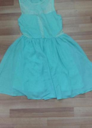Платье с пышной юбкой,салатового цвета,размер с