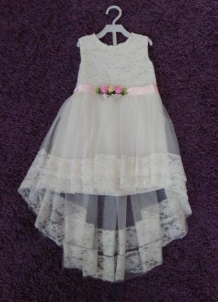 Крутое платье со шлейфом. ободок в подарок!