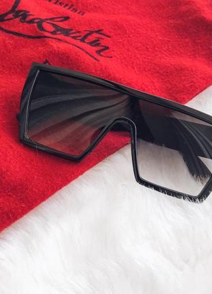 Ультрамодные солнцезащитные очки