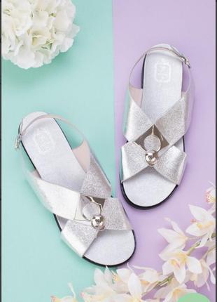 Серебристые босоножки сандалии на плоской подошве низкий ход