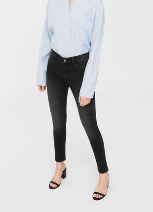 Черные джинсы с высокой посадкой от mango, 34р, испания