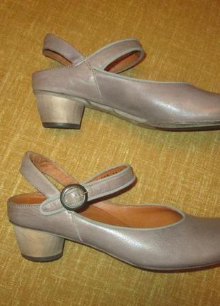 Think! оригинал кожаные туфли босоножки италия