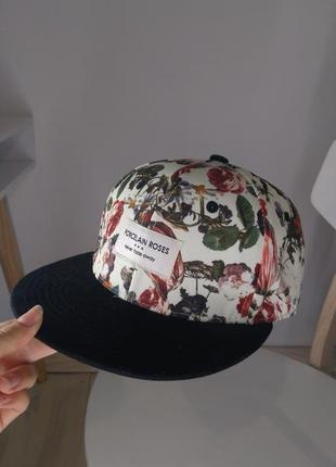 Крутая женская кепка xs cropp town с принтом